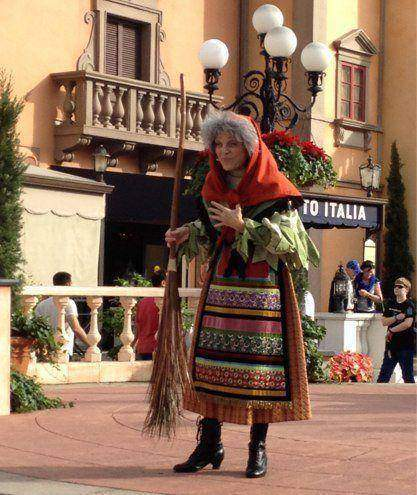 italy-christmas-witch